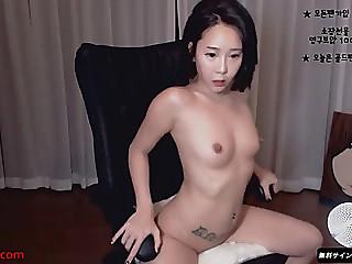 Korean slutty camgirl likes to tease